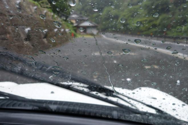 ナンカンAS-1でいきなりの大雨ヘビーウェットでの走行体験談