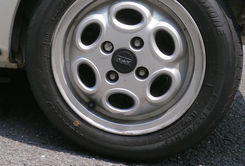 タイヤがバーストする原因、高速道路でのスタンディングウェーブ現象と空気圧を知る(動画あり)