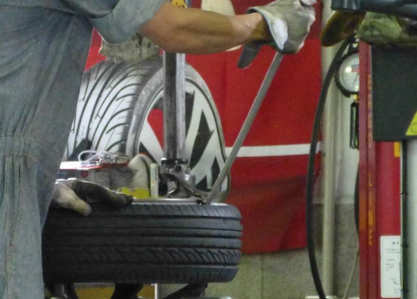 タイヤ外す方法