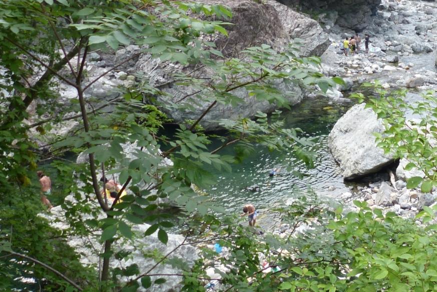 川遊びが出来る大阪からほど近い奈良県の天川村みたらい渓谷の様子〜ドライブ日記