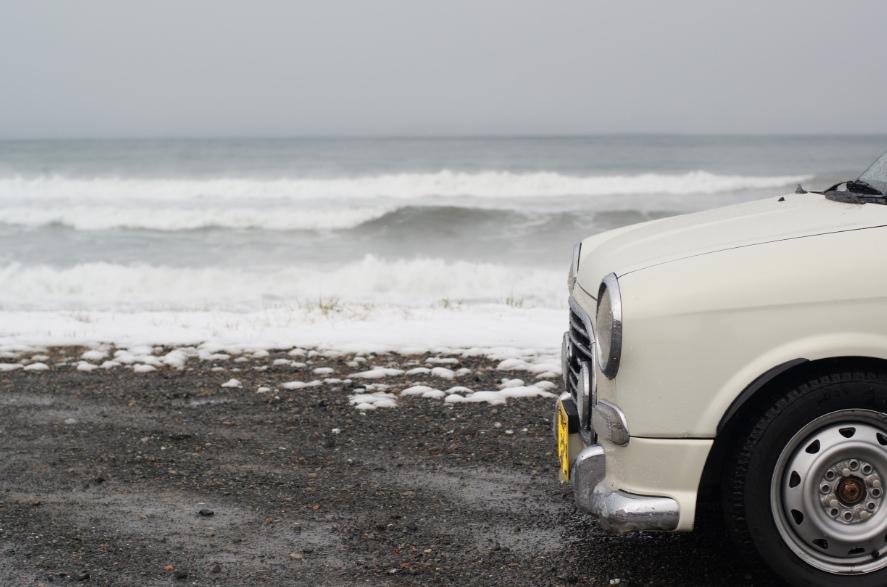 冬の日本海とミラジーノ