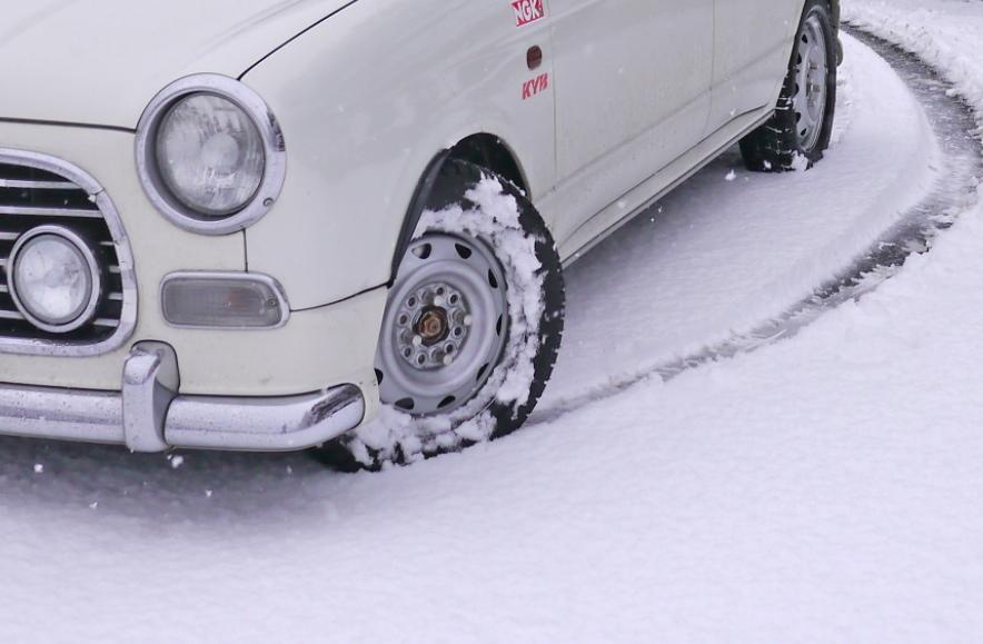 スタッドレスタイヤ 新雪