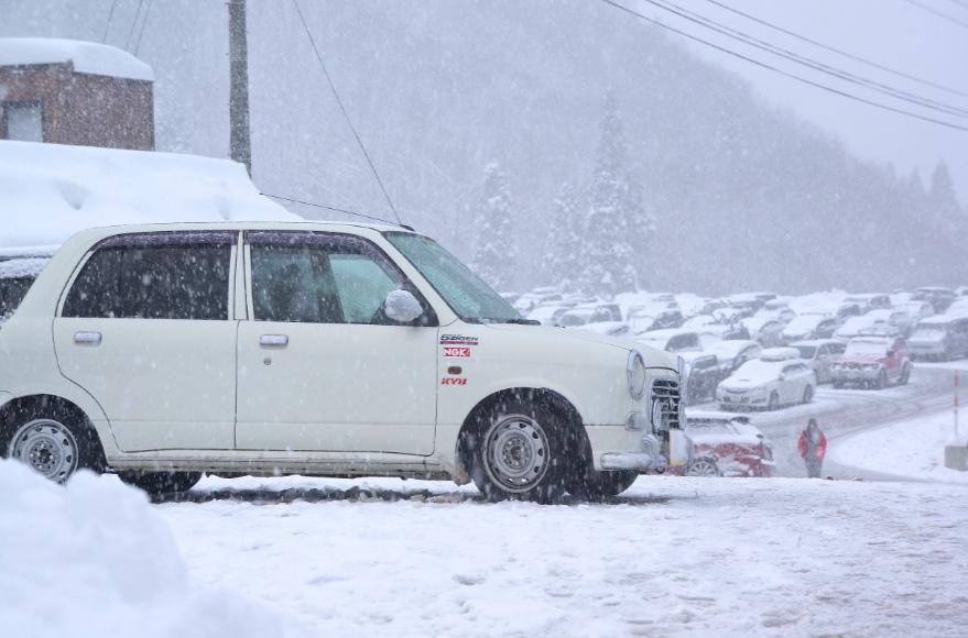 雪山とミラジーノ