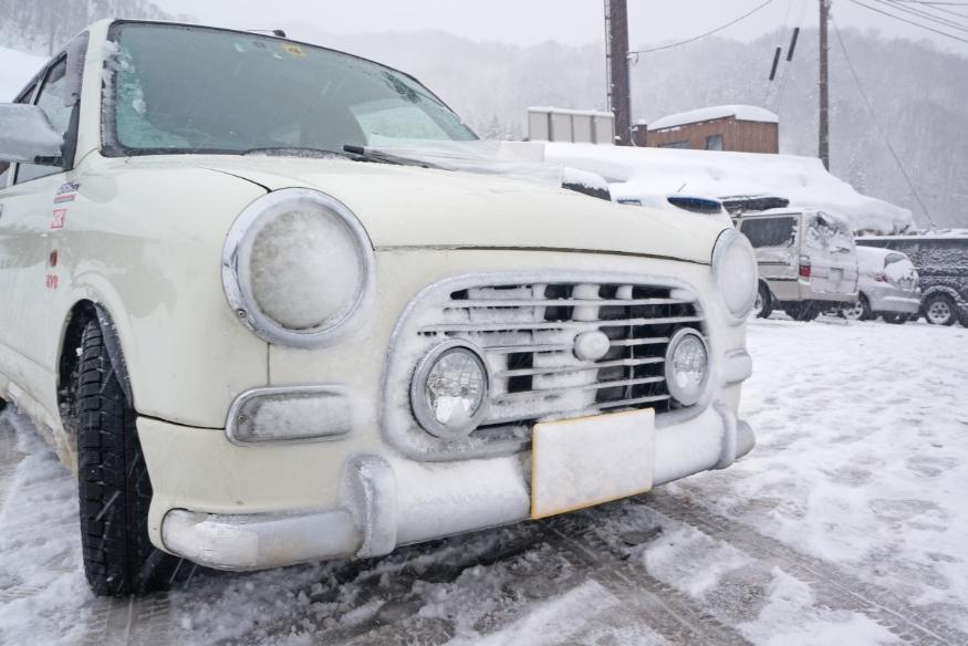 ミラジーノ雪まみれ