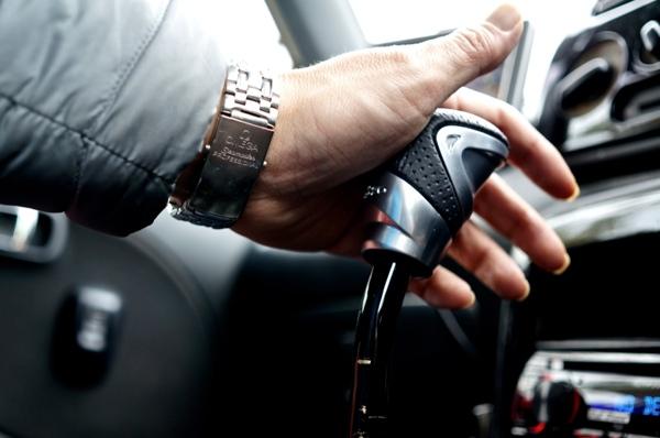 RAZO GTアドバンス2指のかかりが良いシフトノブ本革巻き340gに交換!重さで決まるフィーリング